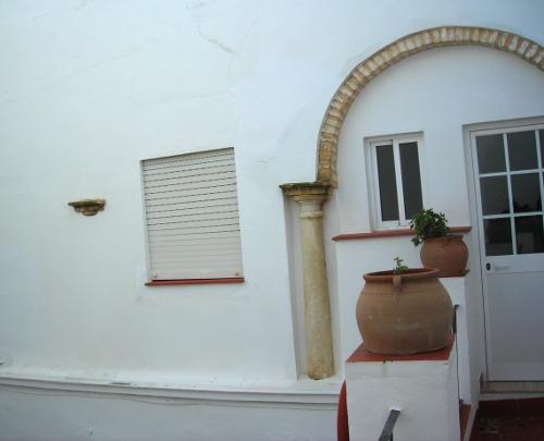 Capitel descubierto y columna oculta.- casa rural Rincón de las Nieves