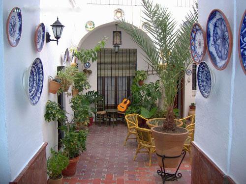 Patio andaluz .- Casa rural Rincón de las Nieves