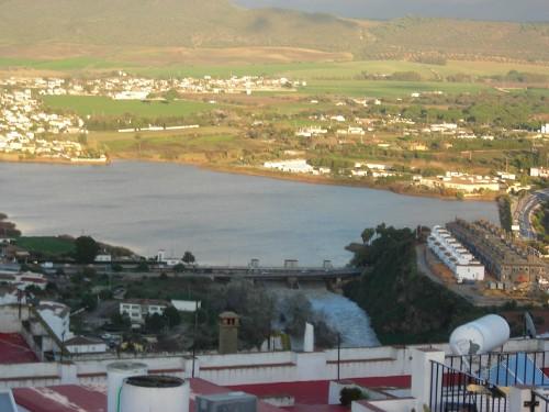 Embalse Arcos desaguando. Río Guadalete (Arcos de la Frontera).